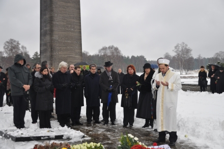 Mourning ceremony at the memorial site of the Bergen-Belsen on December 9, 2012. (Photo : Lower Saxony Memorials Foundation /Memorial Bergen-Belsen)