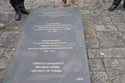 ") Memorial plaque for ""Turkish victims"" at Bergen Belsen. (Photo: Lower Saxony Memorials Foundation /Memorial Bergen-Belsen)"