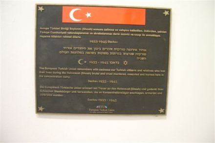 Turkish memorial plaque at the memorial site of Dachau (Photo: Corry Guttstadt)
