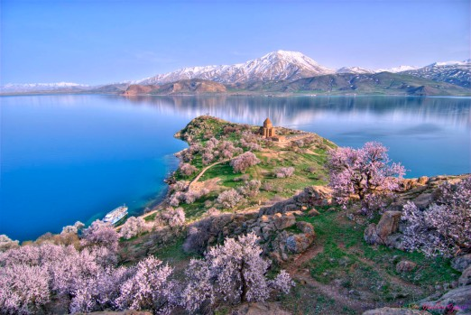 Akhtamar Island on Lake Van  Source: http://goo.gl/Ux8BwC